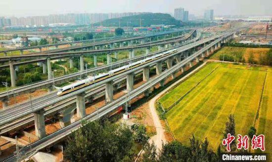 动车组在苏北开行。江苏省交通运输厅供图