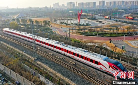 连云港开行市域铁路。江苏省交通运输厅供图
