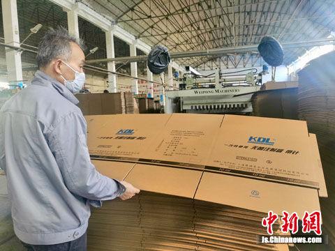 昆山民营企业开足马力扩大生产,为医疗物资生产企业提供配套包装 (1)