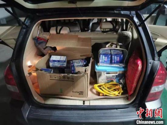 图为警方查获的涉疫假劣防护用品。江苏警方供图