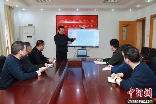 工作中的吴巍。警方供图