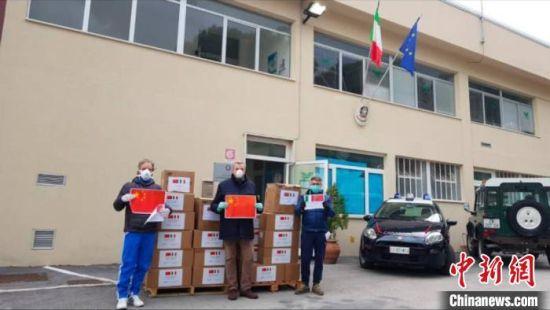 来自苏州的58000只防疫口罩顺利抵达意大利雷卡纳蒂市。相城区委宣传部供图
