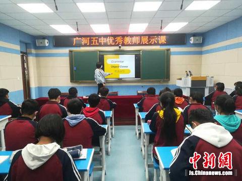 录播教室建成投入使用,学校700多名师生享受到了更优质的教育资源