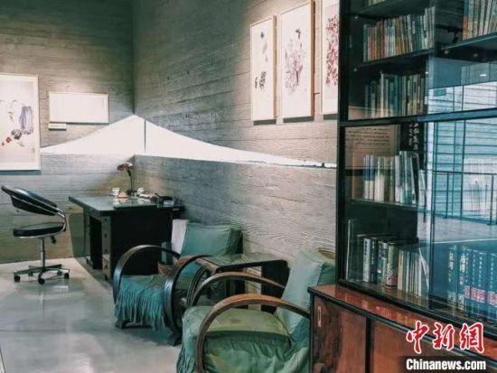 汪曾祺生前在北京的书房实物整体落户纪念馆二楼,成为该纪念馆重要的实物馆藏。 王鹏程 摄