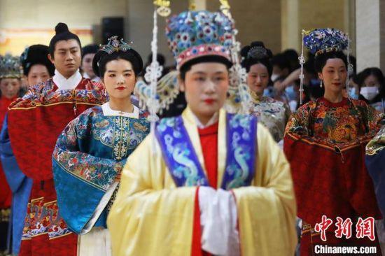 中国古代服饰文化秀《霓裳中国》。 泱波 摄