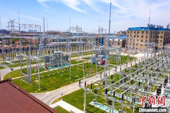 智慧变电站――220千伏�韬�变电站在江苏常州全面建成。 徐多 摄