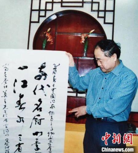 """著名作家莫言称赞魁龙珠茶为""""一江春水三省茶""""。扬州富春茶社供图"""