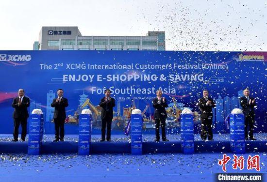 线上直播首场活动――东南亚专场开幕式现场。 朱志庚 摄