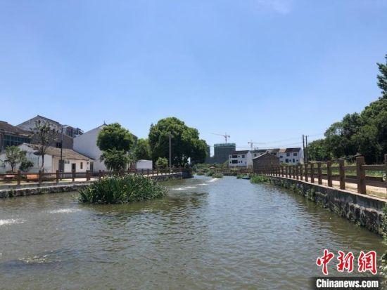如今的青龙桥河,水清岸绿,沿河而建的步道,也备受村民们喜爱。 孙权 摄