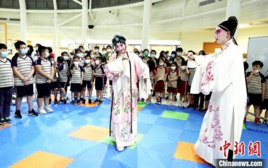 台湾学生近距离感受中华传统文化。苏州市台协会供图