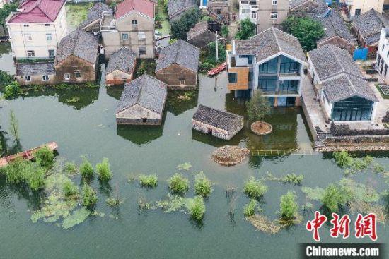 入汛以来,南京市溧水区和凤镇张家社区部分房屋因石臼湖涨水被淹。 泱波 摄