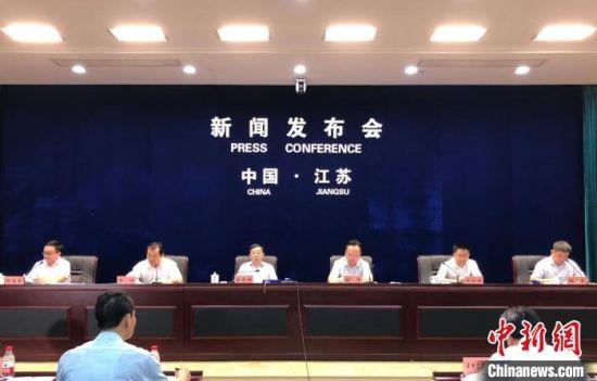 """30日,《江苏省""""三线一单""""生态环境分区管控方案》新闻发布会在南京举行。 朱晓颖 摄"""