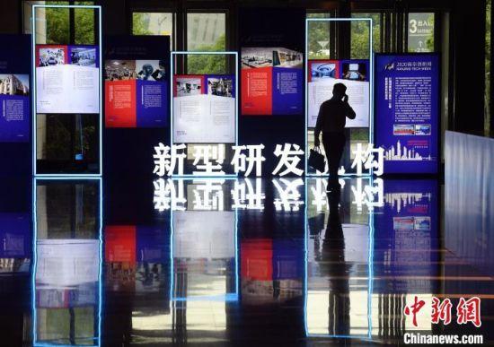 """南京近年来种下的""""创新之因"""",正在结出累累硕果。(资料图) 泱波 摄"""