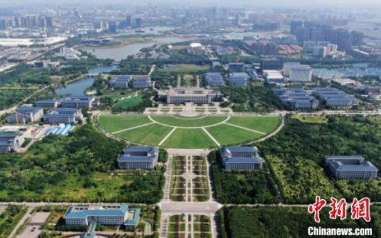 """强劲的高校科研资源正在为南京注入发展""""活水""""。 泱波 摄"""