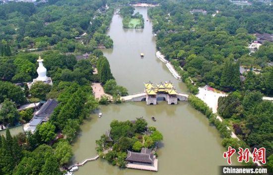 空中俯瞰夏日瘦西湖,美如画。(资料图) 崔佳明 摄