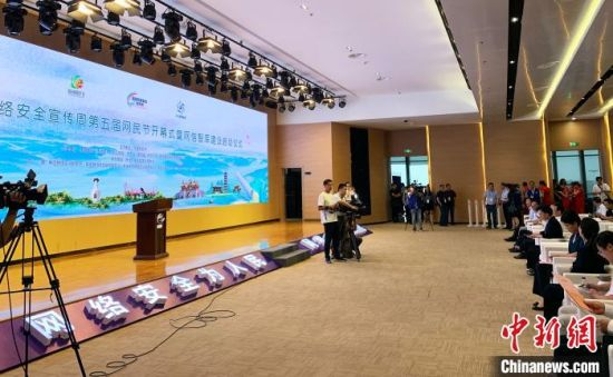 9月15日,一场惠及全民的网络盛宴――扬州启动网络安全宣传周。 崔佳明 摄
