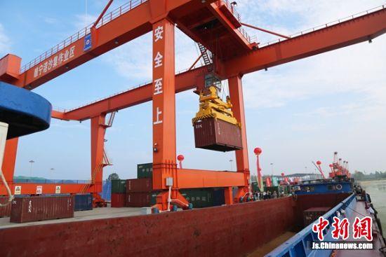 沙集码头开通集装箱航线。 睢宁县交通运输局供图