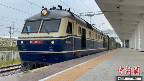 联调联试期间,首趟检测列车从丹徒站出发。 南京枢纽指挥部供图