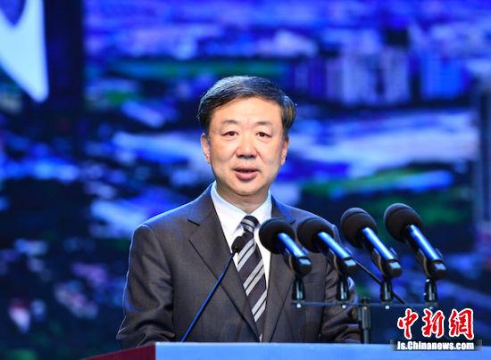 江阴市委书记许峰在开幕式上致辞。