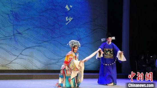 杨守松的《浣纱记》力求原汁原味呈现出500多年前梁辰鱼笔下范蠡与西施的故事。 钟升 摄