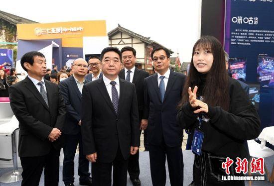 中共江苏省委常委、宣传部部长张爱军参观动漫游戏展