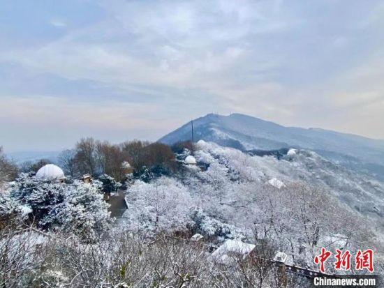 14日,俯瞰南京紫金山雪景?!£愊蜿?攝