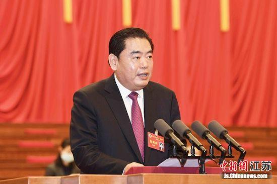 27日,江苏省政协委员、徐州市政协主席王安顺作大会发言。徐州市委宣传部供图