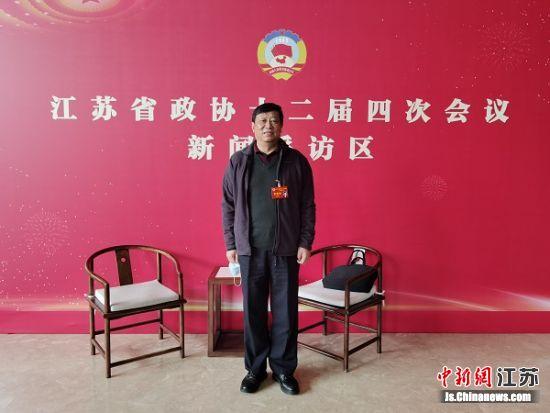 江苏省政协常委、学习委员会副主任,江苏省通信管理局原党组书记、局长袁瑞青