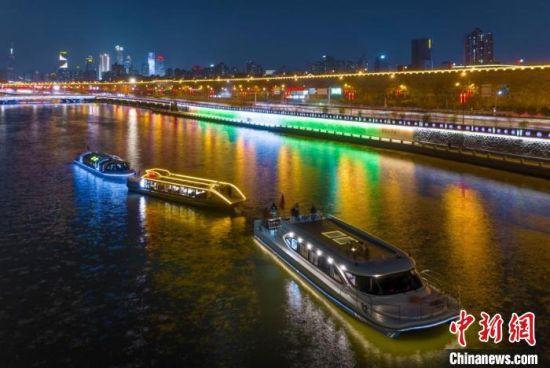 外秦淮河游船。 南京旅游集团供图