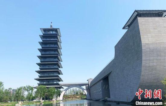 """登上博物馆大运塔可以俯瞰""""三湾抵一坝""""的历史景观。 崔佳明 摄"""