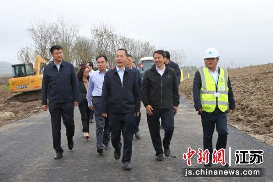 江苏省园博会组委会办公室副主任、省住建厅副厅长陈浩东考察现场。