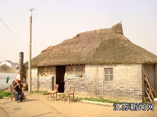 江苏东台一农户厨房起火 幸无人员伤亡