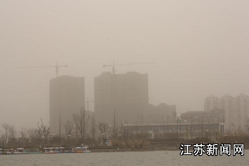 沙尘天气袭击江苏盐城(多图)