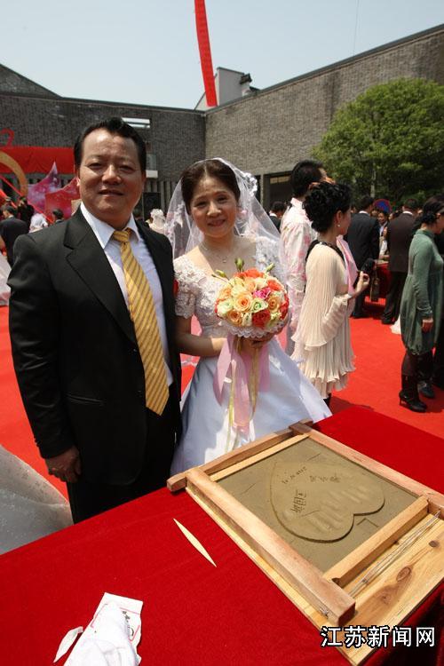 无锡籍国家男子举重队副总教练王国新夫妇在内的25对来自中国各地的