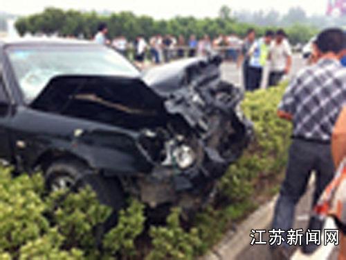 江苏327省道滨海境内发生一起交通事故致2死