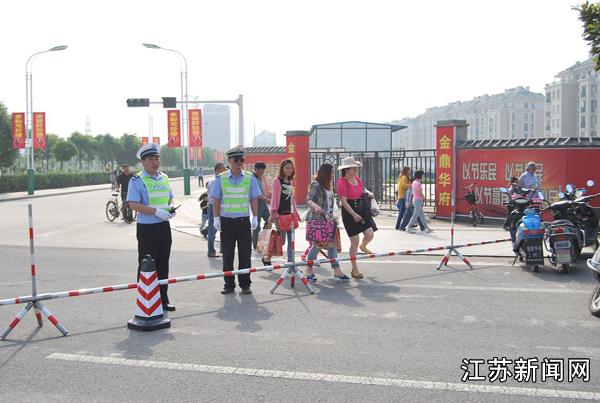 盱眙交巡警城区中队圆满完成龙虾节开幕式安保