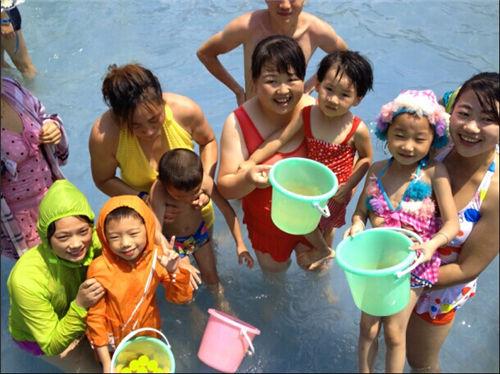 日本水上乐园:相扑湾嘉年华第二季女人萌娃合嫁给筒车的西安靓女图片
