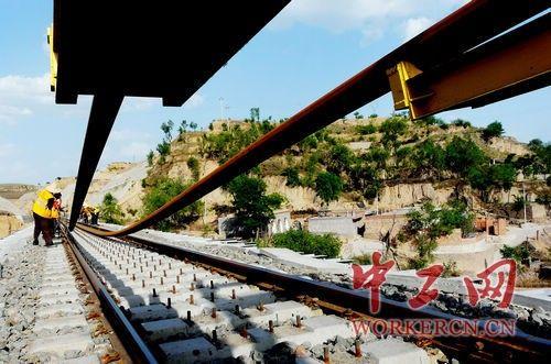 中国铁建十二局集团三公司太兴铁路保开通铺架