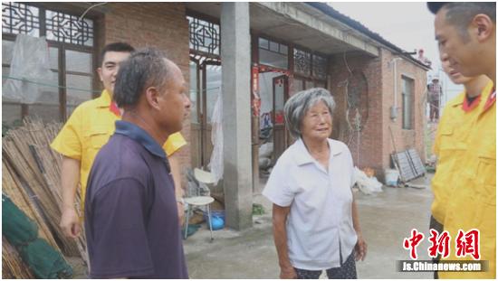 盐城九创人向东台风灾区捐赠物资 助灾民重建