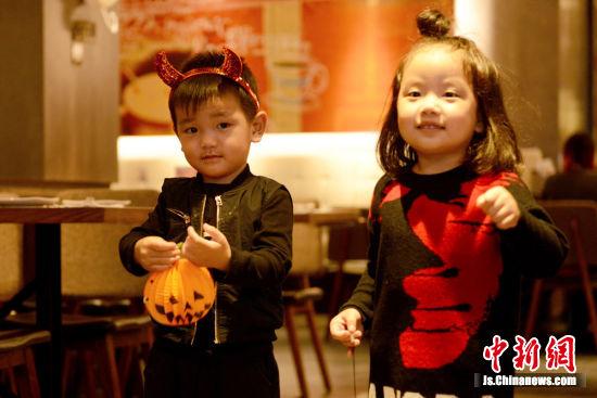 中国必胜客万圣节玩起漫画逃脱--南京新闻网蔡桓公扁鹊见密室图片