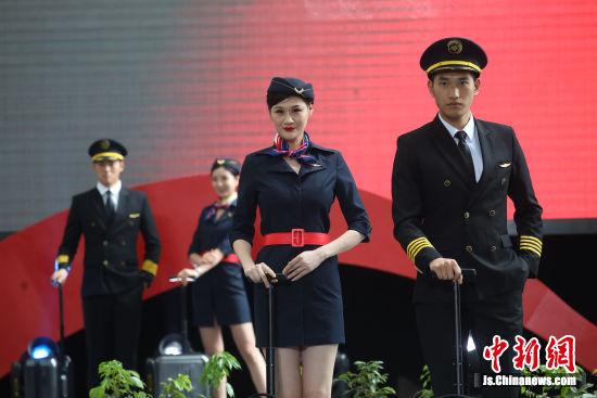 為自己節目代言 南京上演管理團隊T臺秀