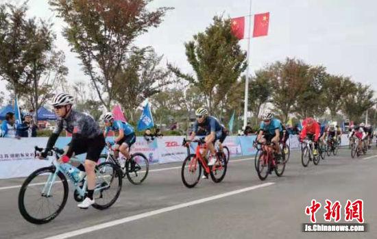 据了解,本次比赛分为男子公路精英、男子公路公开、女子公路、男子山马四个组别。