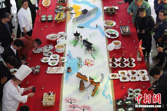 """举办厨艺大赛,传承和弘扬""""金陵菜""""特色文化。 泱波 摄"""