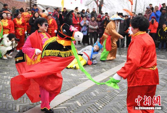 乡村民俗表演。桂宝林 摄