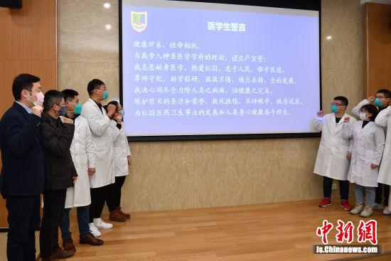 这支队伍由4位专业教师和7名研究生组成。