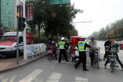 儿童警察拖车图片